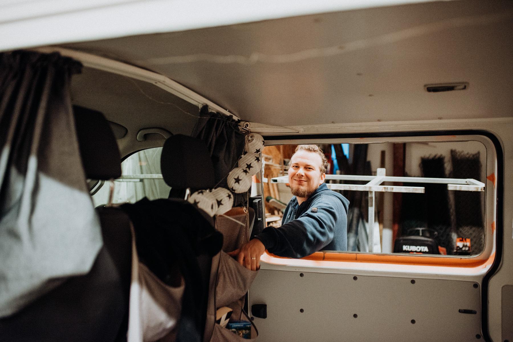 VW T5 Ausbau DIY Camper - Fenster einbauen